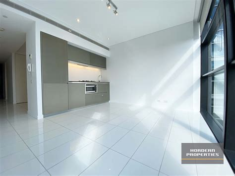 | NEW PAINT – EXECUTIVE ONE BEDROOM SUITE APARTMENT IN THE CBD