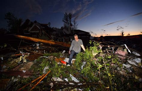 60 homes destroyed as tornado touches down in Ottawa and