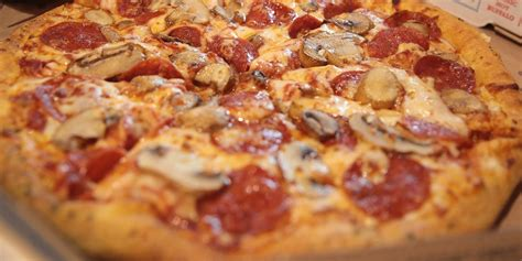 7 Domino's Pizza Menu Items Nutritionists Order