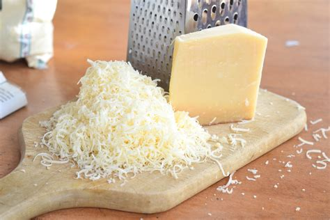 AVOID! Grated Parmesan Cheese Contains Wood Cellulose