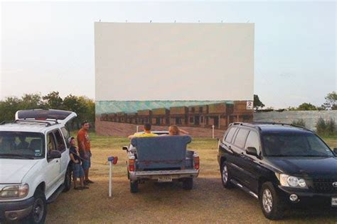 10 Drive-In Theaters in Texas You Need to Visit