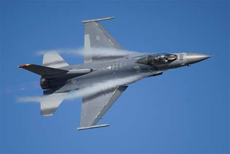 General Dynamics F-16 Fighting Falcon – Airplane Madness